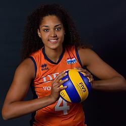 22-05-2015 NED: Selectie Nederlands Volleybalteam vrouwen 2015, Arnhem<br /> Op Papendal werd de photoshoot met de Nederlandse Volleybal vrouwen gedaan / Celeste Plak #4