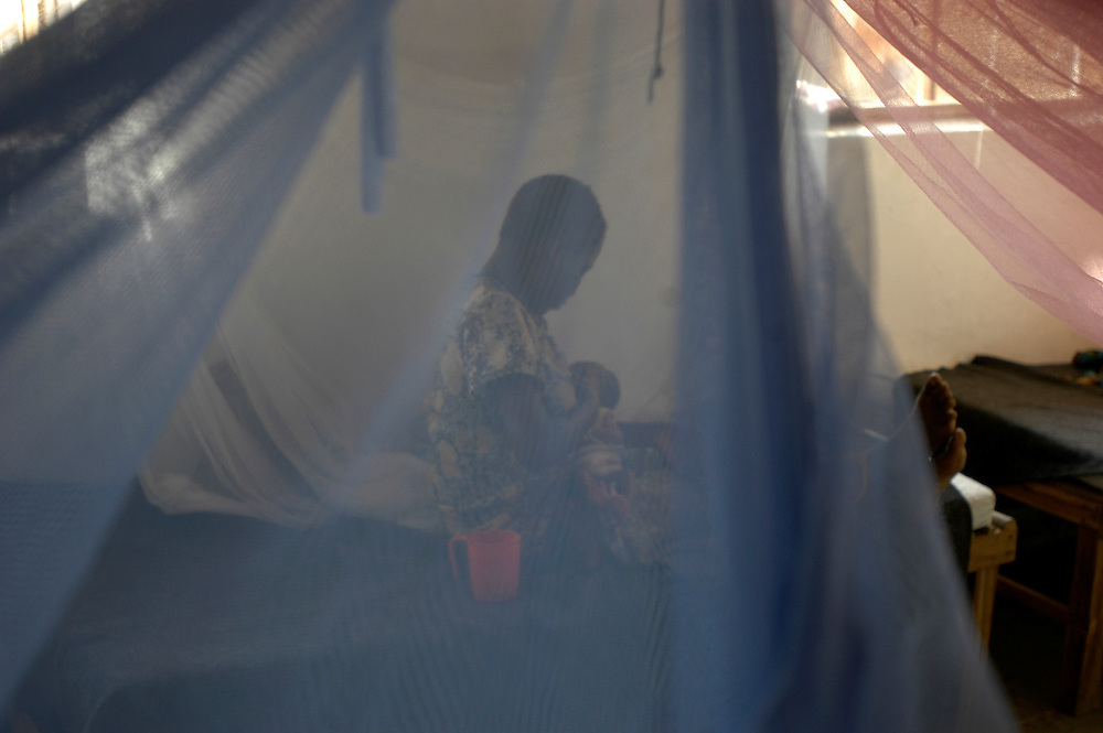 A women breast feeds her 3 day old child in the maternity tent of a MSF medical center. Over 1200 people die every day in the RD Congo, primarily from preventable causes such as malaria, tuburculosis and malnutrition, as a direct result of the country's long conflict..Mukubu, Democratic Republic of Congo. 20/06/2006.Photo © J.B. Russell