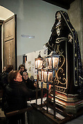 Barile (PZ) 28.03.2013 - Giovedì Santo. Processione dell'Addolorata. Il Giovedì Santo a Barile si svolge la processione della Addolorata con la statua lignea della Beata Vergine..Questa particolare processione prevede la partecipazione delle sole donne, capaci di comprendere e di rivivere il dolore materno per il supremo sacrificio del Figlio..Al suono di preghiere cantate da ragazze ed anziane, la statua viene portata all'interno di tre chiese, a cominciare dalla Chiesa Madre (Santa Maria delle Grazie), quindi a S. Nicola Vescovo per finire con la Chiesa dei SS. Attanasio e Rocco dove le donne, in processione, confluiscono in preghiera per baciare la statua deposta accanto all'abside.