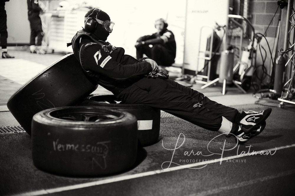 Spa 24hrs,race during the night in the garages In the Pit Lane