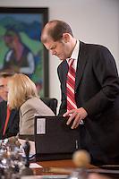 08 APR 2008, BERLIN/GERMANY:<br /> Olaf Scholz, SPD, Bundesarbeitsminister, schaut in seine Unterlagen, vor Beginn der Kabinettsitzung, Bundeskanzleramt<br /> IMAGE: 20080408-01-025<br /> KEYWORDS: Kabinett, Sitzung, Akte, Akten, papers