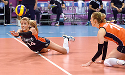 07-01-2016 TUR: European Olympic Qualification Tournament Nederland - Kroatie, Ankara<br /> Nederland verslaat Kroatië met 3-0 en gaat als groepswinnaar de halve finale in / Debby Stam-Pilon #16 kijkt hoe Laura Dijkema #14 de bal bal de grond duikt