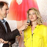 """NLD/Amsterdam/20150515 - Castpresentatie nieuwe film van Johan Nijenhuis  """"Rokjesdag"""", Johan Nijenhuis en Melissa Drost"""