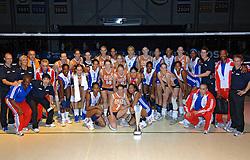 16-10-2006 VOLLEYBAL: DELA TROPHY: NEDERLAND - CUBA: ROTTERDAM<br /> De Nederlandse volleybalsters hebben de derde wedstrijd in de testserie tegen Cuba, met als inzet de Dela Cup, verloren. In Rotterdam zegevierde Cuba met 3-1 / Teamfoto met oa Janneke van Tienen, Debby Stam, Caroline Wensink, Manon Flier, Mirjam Orsel, Chaine Staelens, Yumilka Ruiz, Conzalez Diaz, Ingrid Visser, Avital Selinger, Riette Fledderus, Francien Huurman, Mesa, Calderon, Ramirez, Kim Staelens, Floortje Meijners, Alice Blom en Carcecas<br /> ©2006-WWW.FOTOHOOGENDOORN.NL