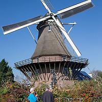 Nederland, Amsterdam, 15 oktober 2017.<br />Sloten is een dorp en de naam van een voormalige gemeente in de Nederlandse provincie Noord-Holland. Sloten ligt in het zuidwesten van de stad Amsterdam als onderdeel van het stadsdeel Nieuw-West. Sinds 1962 is er een Dorpsraad Sloten-Oud Osdorp.<br /> Sloten - dat wordt een beschermd dorpsgezicht.<br />Op de foto: De Slotermolen.<br /><br /><br /><br />Foto: Jean-Pierre Jans