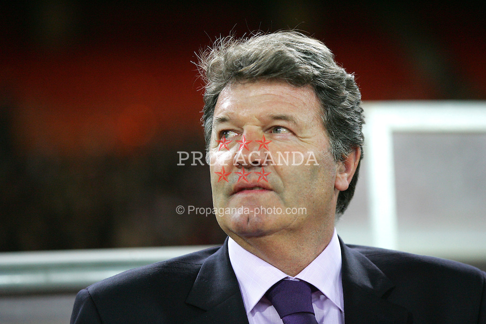 VIENNA, AUSTRIA - WEDNESDAY MARCH 30th 2005: Wales' manager John Toshack before the World Cup Qualifying Group Six match at the Ernst Happel Stadium. (Pic by David Rawcliffe/Propaganda)