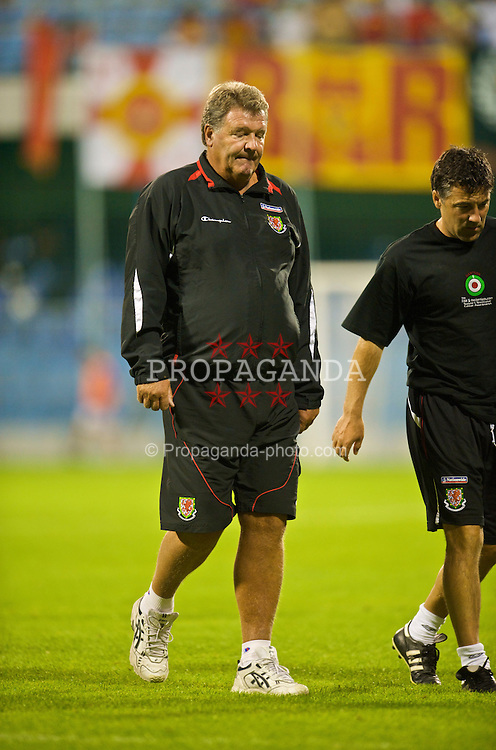PODGORICA, MONTENEGRO - Wednesday, August 12, 2009: Wales' manager John Toshack MBE walks off dejected at half-time with his side 2-0 down to Montenegro during an international friendly match at the Gradski Stadion. (Photo by David Rawcliffe/Propaganda)