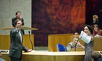 """Nederland. Den Haag, 19 juni 2007.<br /> Alexander Pechtold en Femke Halsema gebaren naar Marianne Thieme van de partij voor de dieren : Halsema sprak over """" een dode mug"""", in plaats van mus. Lachende excuses.<br /> Debat in de Tweede kamer inzake het beleidsprogramma van het vierde kabinet Balkenende. De fractievoorzitters in de Tweede Kamer debatteren met premier Balkenende over het op donderdag 14 juni 2007 gepresenteerde beleidsprogramma van het kabinet Balkenende IV. ( vier / 4 ) Het definitieve beleidsprogramma van het kabinet, dat verder invulling geeft aan het regeerakkoord, Dit programma is gemaakt aan de hand van de honderd dagen die het kabinet in het land doorbracht.<br /> Foto Martijn Beekman <br /> NIET VOOR TROUW, AD, TELEGRAAF, NRC EN HET PAROOL"""