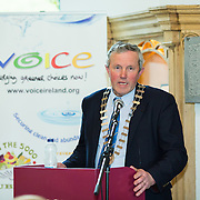 02.03.2017            <br /> The heritage town of Cashel in County Tipperary is moving towards a cleaner, greener future as it begins the process to become Ireland&rsquo;s first Zero Waste town.<br /> <br /> Helping to launch and announce details of Towards Zero Waste Cashel was Caithaoirleach Roger Kennedy.   <br /> <br /> <br /> &ldquo;Towards Zero Waste Cashel&rdquo; is an 18-month pilot initiative which promotes reducing waste and repairing and repurposing items, and was officially launched today (Thursday) at the historic Rock of Cashel. Picture: Alan Place