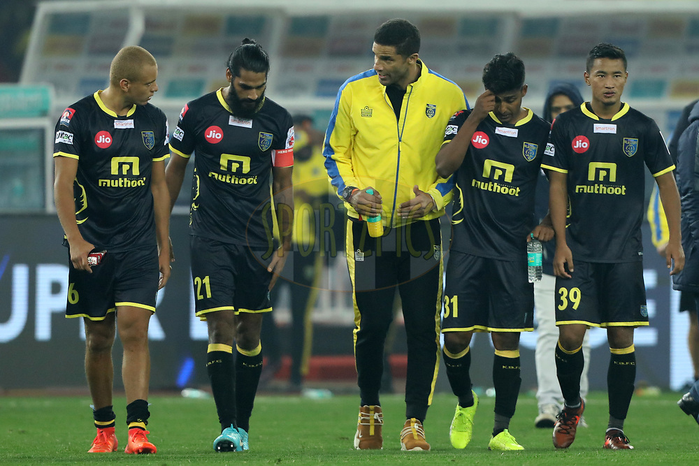 David James Head coach of Kerala Blasters FC with team players after the match 43 of the Hero Indian Super League between Delhi Dynamos FC and Kerala Blasters FC  held at the Jawaharlal Nehru Stadium, Delhi, India on the 10th January 2018<br /> <br /> Photo by: Arjun Singh  / ISL / SPORTZPICS