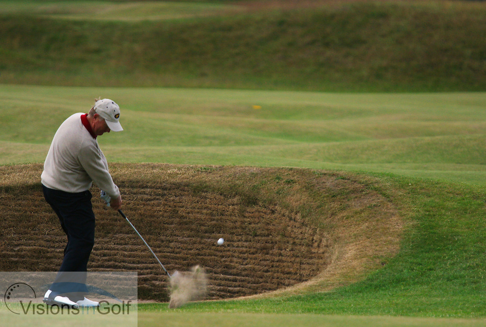 Jack Nicklaus hits near the bunker<br />