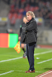 08.03.2014, easyCredit Stadion, Nuernberg, GER, 1. FBL, 1. FC Nuernberg vs SV Werder Bremen, 24. Runde, im Bild Trainer Gertjan Verbeek (1 FC Nuernberg) beobachtet das Spiel Freisteller // during the German Bundesliga 24th round match between 1. FC Nuernberg and SV Werder Bremen at the easyCredit Stadion in Nuernberg, Germany on 2014/03/08. EXPA Pictures © 2014, PhotoCredit: EXPA/ Eibner-Pressefoto/ Merz<br /> <br /> *****ATTENTION - OUT of GER*****