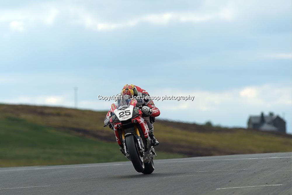 #25 Josh Brookes Milwaukee Yamaha MCE British Superbikes
