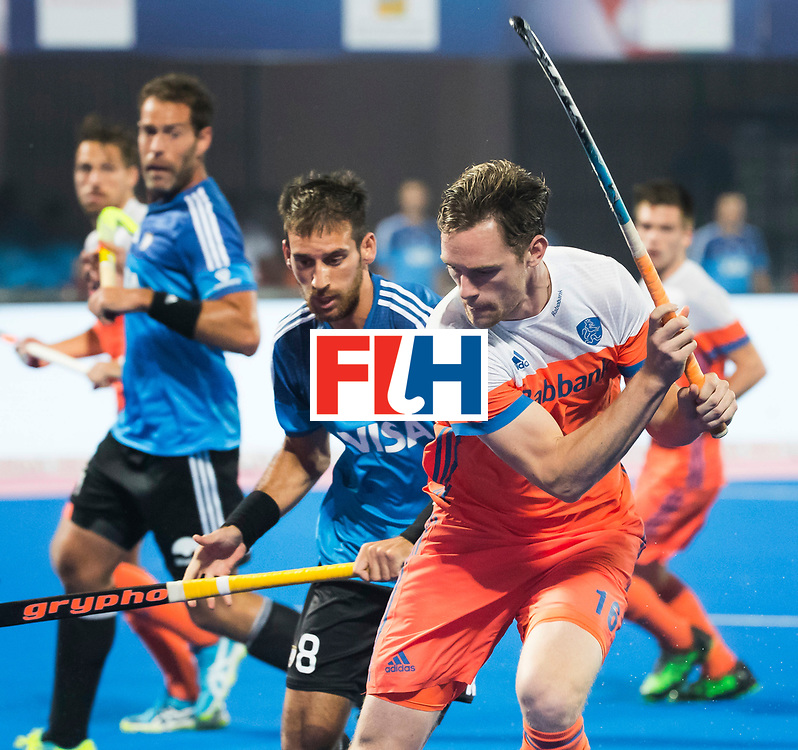 BHUBANESWAR - Mirco Pruijser (Ned) met Nahuel Salis (Arg) tijdens de Hockey World League Final wedstrijd Nederland-Argentinie. . COPYRIGHT  KOEN SUYK