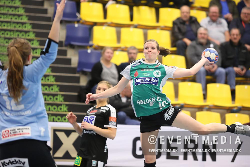 Louise Lyksborg (#19), Silkeborg-Voel. Kamp i Primo Tours Ligaen 2016-2017 mellem Silkeborg-Voel KFUM og Skanderborg Håndbold Damer i Jysk Arena, Silkeborg, Danmark, den 9.11.2016. Photo Credit: Allan Jensen/EVENTMEDIA.