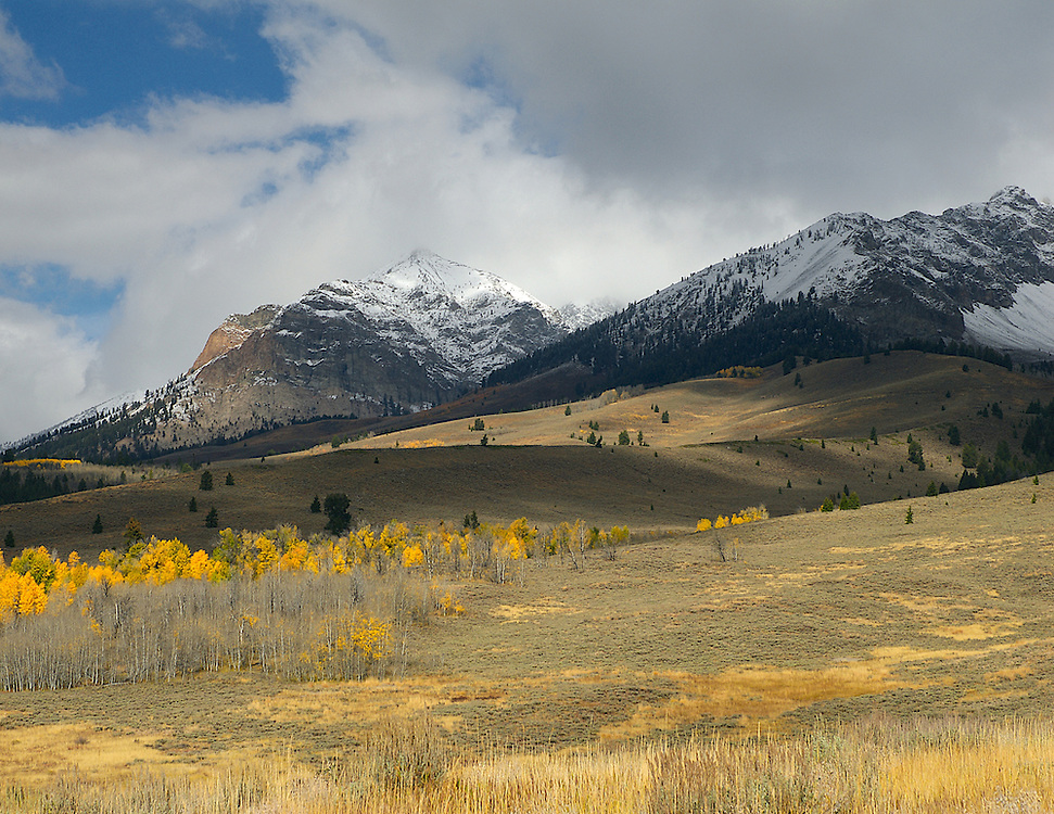 IDAHO.   Boulder Mountains. Ketchum Sun Valley. Fall. Snow. Aspens.