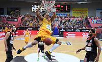 Basketball  1. Bundesliga  2016/2017  Hauptrunde  12. Spieltag  04.12.2016 Walter Tigers Tuebingen - ratiopharm Ulm Dunking; Gary McGhee (Tigers) haengt am Korb beobachtet von Augustine Rubit (re, Ulm)