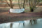 Nederland, Doodewaard, december 2000Actievoerders bij het eerste kerntransport van Doodewaard  naar Sellafield in Engeland. Kernenergie, Milieu, politie, GreenpeaceFoto: Flip Franssen/Hollandse Hoogte