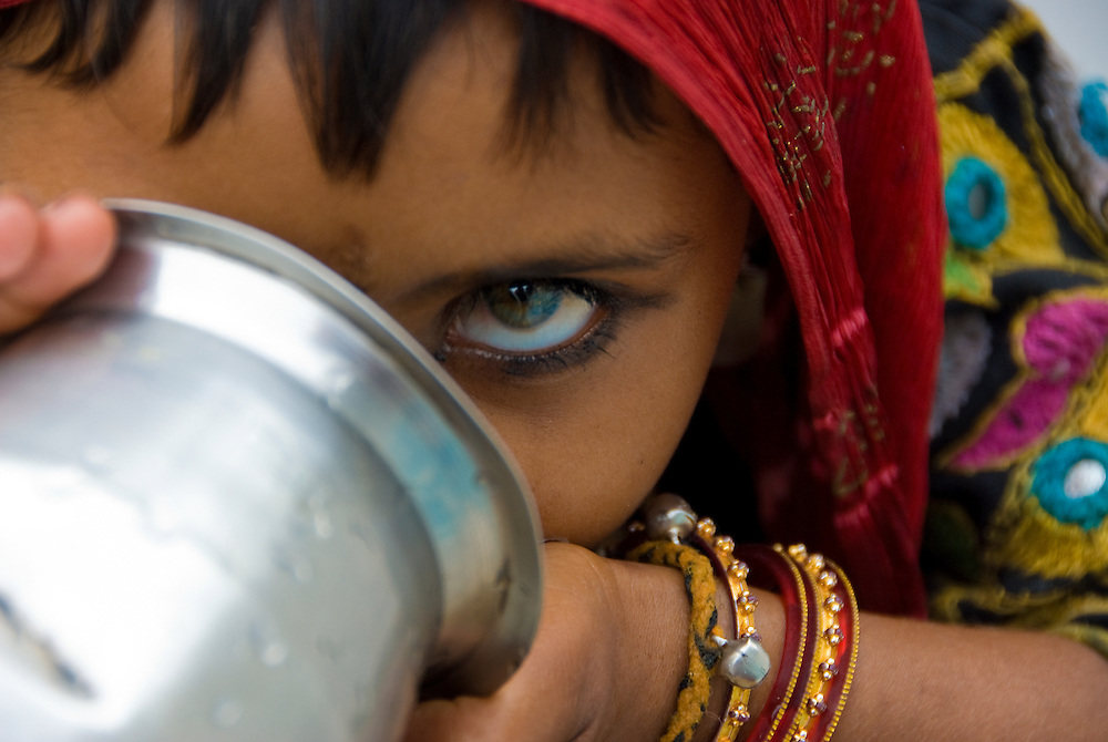 India (Rajasthan) - portrait of a village girl (gypsy). PUS0001