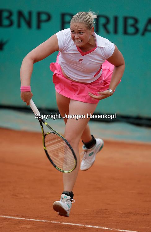 French Open 2009, Roland Garros, Paris, Frankreich,Sport, Tennis, ITF Grand Slam Tournament,<br /> <br /> Anna-Lena Groenefeld (GER) spielt einen Aufschlag,service,action.<br /> <br /> Foto: Juergen Hasenkopf