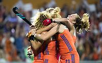 AMSTELVEEN -  Kelly Jonker (Ned) scoort 2-0 tijdens de damesfinale Nederland-Belgie bij de Rabo EuroHockey Championships 2017. COPYRIGHT KOEN SUYK
