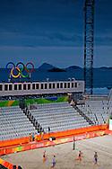 RIO DE JANEIRO - Beachvolleyballers Reinder Nummerdor ,  alexander Brouwer en Robert meeuwsen trainen op hun trainingslocatie aan het strand van voorafgaand aan de Olympische Spelen. ANP ROBIN UTRECH