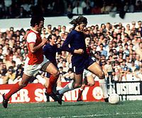 Alan Hudson (Chelsea) Ray Kennedy (Arsenal). 27/9/69, Chelsesa v Arsenal. Credit: Colorsport.