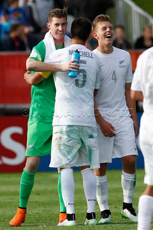 Group match, Group A, Goalkeeper Oliver SAIL (1), Captain Adam MITCHELL (5) and Sam BROTHERTON (4), NZL, celebrate the draw