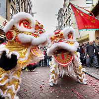 Nederland, Amsterdam , 1 februari 2014.<br /> De Drakendans onderdeel van hetChinees Nieuwjaar rond de Nieuwmarktbuurt.<br /> Hier traditioneel de start voor de Fo Guang Shan He Hua Temple op de Zeedijk<br /> The Dragon Dance, part of the Chinese New Year celebration around the Nieuwmarkt area of Amsterdam (Chinatown).