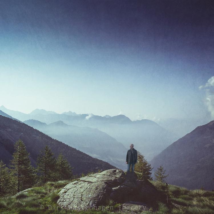 Alpine Bergzüge im Morgenlicht, Chiareggio in Valmalenco, Lombardei, Italien