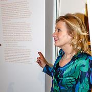 NLD/Amsterdam/20160128 - opening DWDD Pop Up Museum 2016, minister Jet Bussemaker