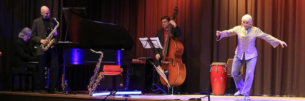 Mannheim. 17.02.14  K&auml;fertal. Kulturhaus. Stepptanzkonzert. An Evening with Swing and Tap.<br /> - mit Brenda Bufalino<br /> Bild: Markus Pro&szlig;witz 17FEB14 / masterpress / images4.de