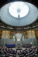 18 OCT 2005, BERLIN/GERMANY:<br /> Uebersicht Plenarsaal, waehrend der konstituierenden Sitzung des 16. Deutschen Bundestages, Reichstagsgebaeude<br /> IMAGE: 20051018-01-054<br /> KEYWORDS: Plenum, Übersicht, Bundesadler