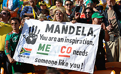11.06.2010, Soccer City Stadium, Johannesburg, RSA, FIFA WM 2010, Eröffnungsfeier, im Bild Mexican fans hold up a banner in support of Nelson Mandela, EXPA Pictures © 2010, PhotoCredit: EXPA/ IPS/ Mark Atkins