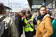 Mannheim. 01.03.17 | BILD- ID 090 |<br /> Innenstadt. Plankenumbau. Auswirkungen auf den Stra&szlig;enbahnverkehr. Am Hauptbahnhof informieren rnv Mitarbeiter &uuml;ber die Plan&auml;nderungen und Streckenverbindungen.<br /> - rnv Mitarbeiter Georg Warsitz<br /> Bild: Markus Prosswitz 01MAR17 / masterpress (Bild ist honorarpflichtig - No Model Release!)