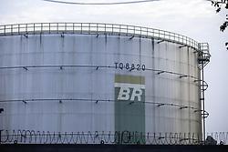 May 2, 2019 - SãO Paulo, Brazil - SÃO PAULO, SP - 02.05.2019: PETROLEIROS FAZEM ATO CONTRA PRIVATIZAÇÃO - Drive in the São Caetano da Transpetro Terminal, ABC Paulista region, on the morning of this Thursday (02). Union of Petroleum Workers makes an act against the privatization of refineries, pipelines and terminals of Petrobrás  (Credit Image: © Bruno Rocha/Fotoarena via ZUMA Press)