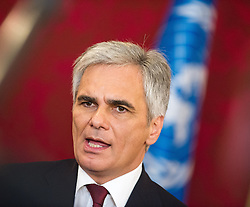 29.08.2013, Praesidentschaftskanzlei, Wien, AUT, Staatsbesuch, Oesterreichischer Bundespraesident und Bundeskanzler empfangen UN-Generalsekretaer zu einem Gespraech, im Bild Bundeskanzler Werner Faymann SPOe // Federal Chancellor Werner Faymann SPOe during state visit of Secretary General of the United Nations. Federal Presidents Office, Vienna, Austria on 2013/08/29, EXPA Pictures © 2013, PhotoCredit: EXPA/ Michael Gruber