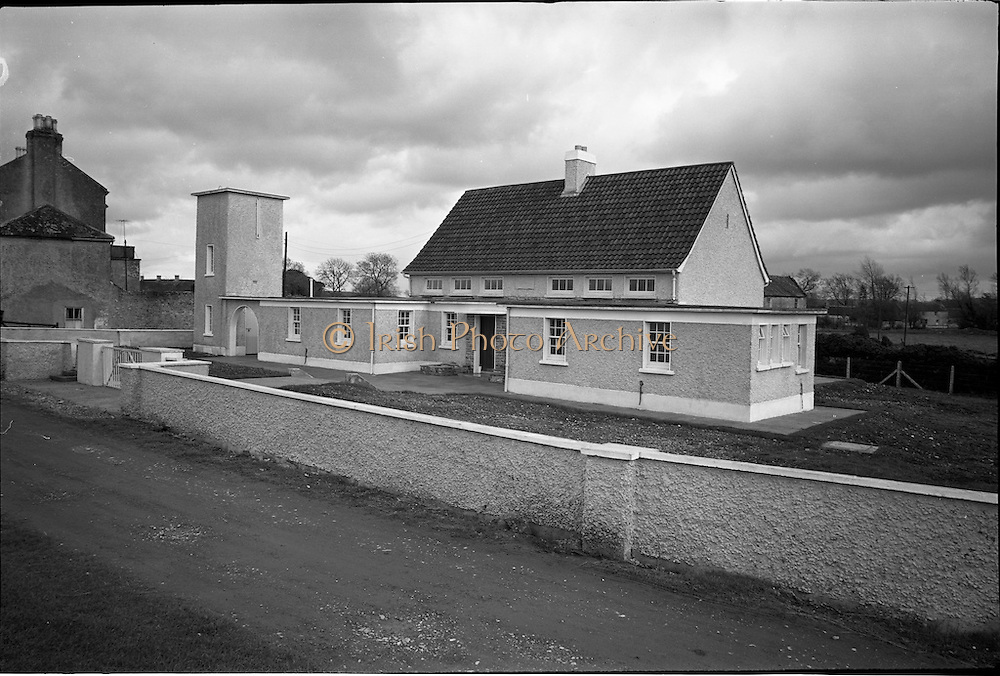 06-10/04/1964.04/06-10/1964.06-10 April 1964.Views on the River Shannon. The fine new National school on the banks of the Grand Canal at Shannon Harbour, Co. Offaly.