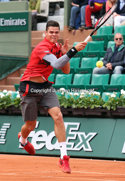 French Open 2014, Roland Garros,Paris,ITF Grand Slam Tennis Tournament,<br /> Milos Raonic (CAN),Aktion,Einzelbild,Ganzkoerper,Hochformat,