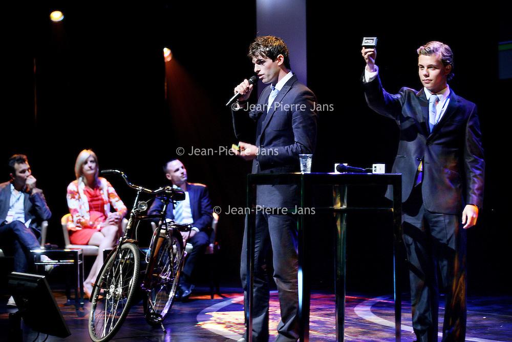 Nederland, Amsterdam , 10 juni 2013.<br /> Studentenwedstrijd innovatieve producten.<br /> Winnaars van USB Cycle presenteren hun I-phone, I-pod oplader voor de Studentenfiets.<br /> Foto:Jean-Pierre Jans