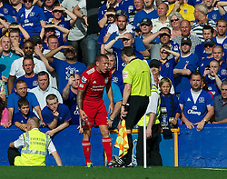 01.10.2011, Goodison Park, Liverpool, ENG, PL, Everton FC vs Liverpool FC, im Bild Liverpool's Craig Bellamy shows the assistant linesman a bottle that was thrown at him from the stands by Everton supporters during the Premiership match at Goodison Park, EXPA Pictures © 2011, PhotoCredit: EXPA/ Propaganda/ *** ATTENTION *** UK OUT!