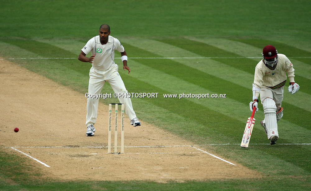 Jeetan Patel backs up the stumps as Sewnarine Chattergoon makes his ground safely during play on day 3 of the second cricket test at McLean Park in Napier. National Bank Test Series, New Zealand v West Indies, Sunday 21 December 2008. Photo: Andrew Cornaga/PHOTOSPORT