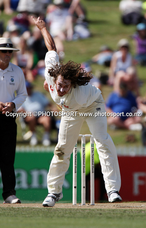 Ryan Sidebottom bowls during National Bank Test Match Series, New Zealand v England, 2nd day of 1st Test at Seddon Park, Hamilton, New Zealand. Thursday 6 March 2008. Photo: Stephen Barker/PHOTOSPORT