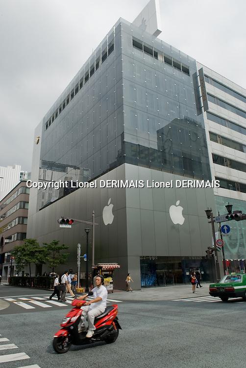 Mac world Ginza dori store, Tokyo, Japan.