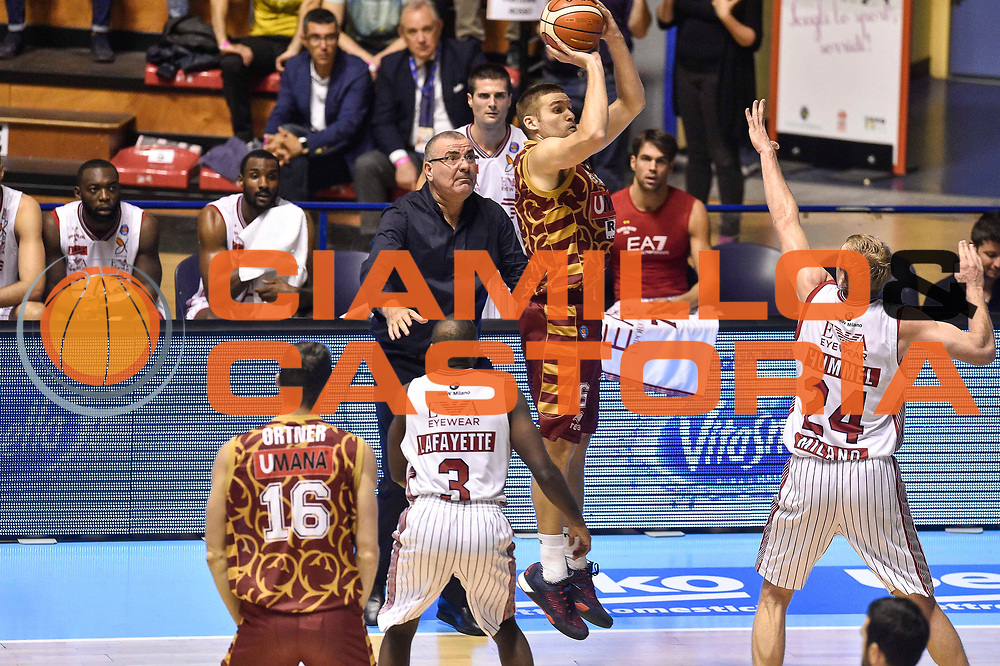 DESCRIZIONE : Supercoppa 2015 Semifinale Olimpia EA7 Emporio Armani Milano - Umana Reyer Venezia<br /> GIOCATORE : Jeff Viggiano<br /> CATEGORIA : Tiro Tre Punti Three Point<br /> SQUADRA : Umana Reyer Venezia<br /> EVENTO : Supercoppa 2015<br /> GARA : Olimpia EA7 Emporio Armani Milano - Umana Reyer Venezia<br /> DATA : 26/09/2015<br /> SPORT : Pallacanestro <br /> AUTORE : Agenzia Ciamillo-Castoria/GiulioCiamillo