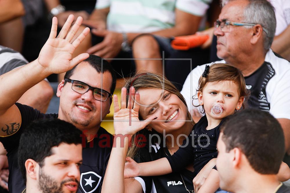 Torcedores durante partida entre Botafogo X São Paulo, válida pela primeira rodada do Campeonato Brasileiro de 2016 série A, no estádio Raulino de Oliveira, em Volta Redonda, neste domingo (15/05). Foto: Rudy Trindade/FramePhoto