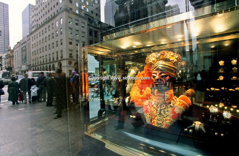 New York. luxury window shop on Fifth avenue in Manhattan  New York  Usa /  boutique de luxe sur La cinquième avenue  New York  USa