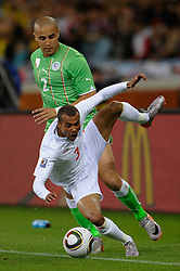 18.01.2010, Green Point Stadium, Cape Town, RSA, FIFA WM 2010, England (ENG) vs Algeria (ALG), im Bild Ashley Cole of England tangles with Madjid Bougherra of Algeria. EXPA Pictures © 2010, PhotoCredit: EXPA/ IPS/ Marc Atkins / SPORTIDA PHOTO AGENCY