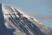 This montain in Adventsdalen, Longyearbyen, Spitzbergen is called Helvetiafjellet | Sorthvitt bilde av Helvetiafjellet, Adventsdalen, Svalbard.