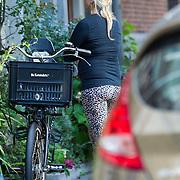 NLD/Amsterdam/20130828- Nieuwe woning en verhuizing zwangere Do, Dominique van Hulst en partner Mark Verschoor